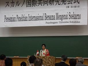 インドネシア:Puti Guntur Soekarnoさんの講演@スカルノ国際共同研究発会式 国士舘大学_a0054926_7165480.jpg