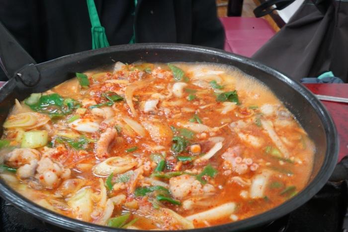 2015年釜山旅その6 ハルメチプでタコと牛モツの辛い鍋、ナクチポックンならぬナッコプポックン。_a0223786_1456233.jpg