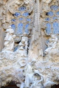 天才ガウディが美しい建築様式と彫刻、装飾を集約させた教会でバッハを感ずる_a0113718_11193019.jpg