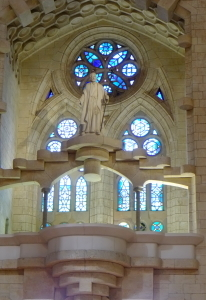 天才ガウディが美しい建築様式と彫刻、装飾を集約させた教会でバッハを感ずる_a0113718_11231361.jpg