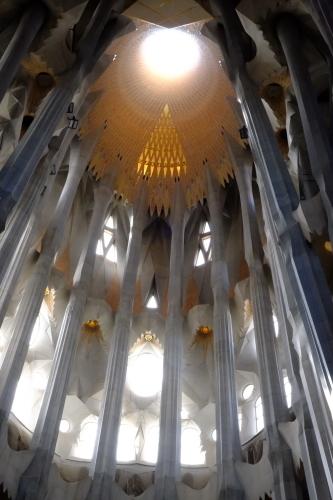 天才ガウディが美しい建築様式と彫刻、装飾を集約させた教会でバッハを感ずる_a0113718_11243470.jpg