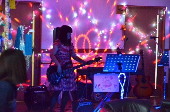 7月11日、キラキラ七夕コンサート@グループホーム「おもやい」_e0188087_15514578.jpg