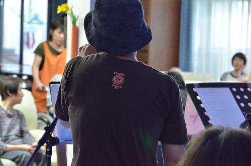 7月11日、キラキラ七夕コンサート@グループホーム「おもやい」_e0188087_1628476.jpg