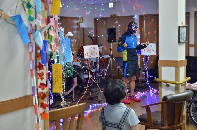 7月11日、キラキラ七夕コンサート@グループホーム「おもやい」_e0188087_16314466.jpg