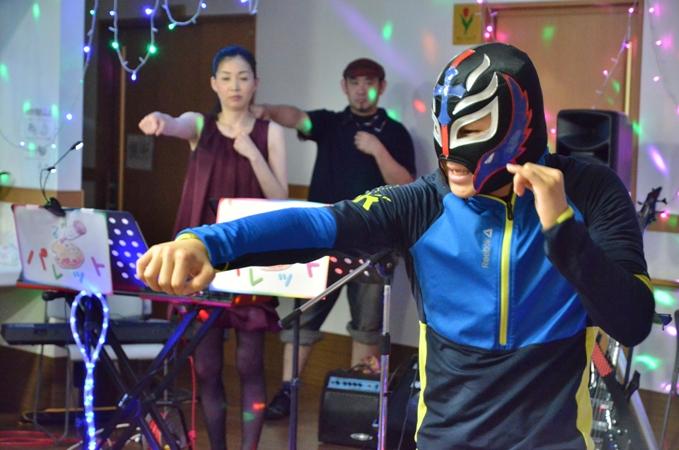7月11日、キラキラ七夕コンサート@グループホーム「おもやい」_e0188087_16364028.jpg
