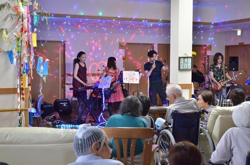 7月11日、キラキラ七夕コンサート@グループホーム「おもやい」_e0188087_16393648.jpg