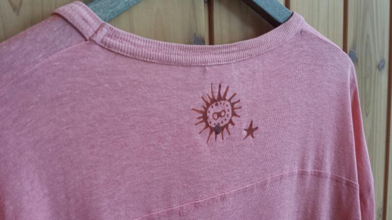 バティックでTシャツのリメイク_e0155231_17243089.jpg