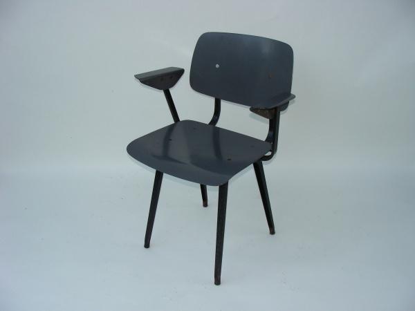 "\""Friso Kramer Revolt Chair with armrests\""ってこんなこと。_c0140560_1156321.jpg"