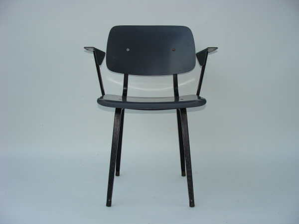 "\""Friso Kramer Revolt Chair with armrests\""ってこんなこと。_c0140560_19242641.jpg"