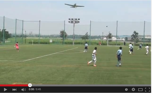 調布飛行機事故:サッカー少年たちが大事故直前の飛行機を撮影!_e0171614_16152619.png