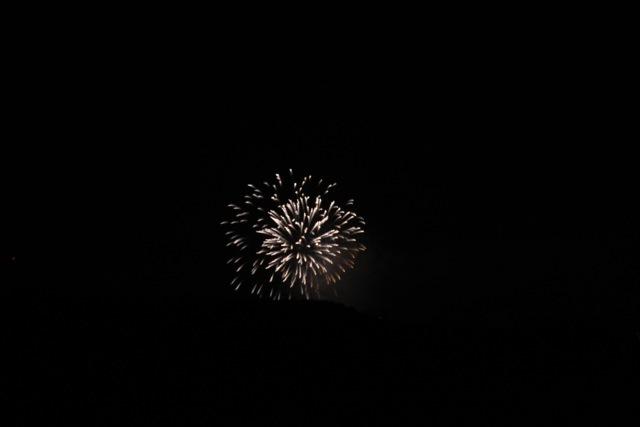 ベランダから見えた花火とお月様。_f0348831_00452138.jpg