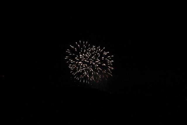 ベランダから見えた花火とお月様。_f0348831_00452510.jpg