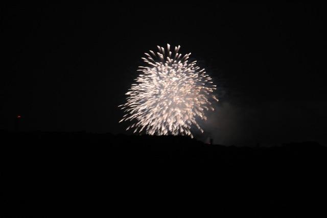 ベランダから見えた花火とお月様。_f0348831_00453058.jpg