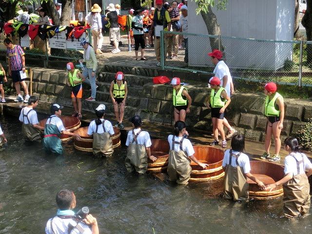 酷暑の中、冷たさが気持ちいい「第29回田宿川 たらい流し 川祭り」_f0141310_7153569.jpg