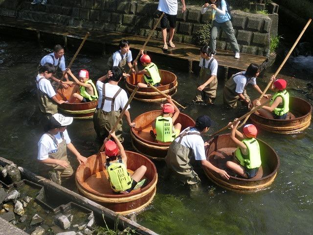 酷暑の中、冷たさが気持ちいい「第29回田宿川 たらい流し 川祭り」_f0141310_7155448.jpg