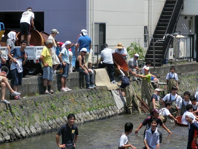 酷暑の中、冷たさが気持ちいい「第29回田宿川 たらい流し 川祭り」_f0141310_7163375.jpg