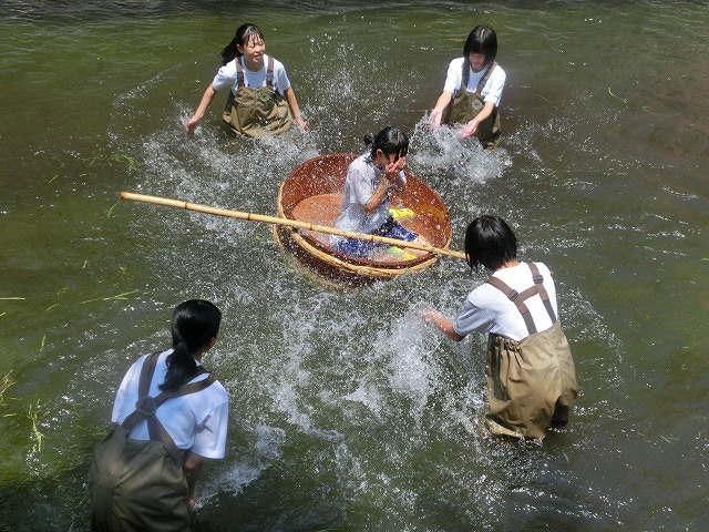 酷暑の中、冷たさが気持ちいい「第29回田宿川 たらい流し 川祭り」_f0141310_7173711.jpg