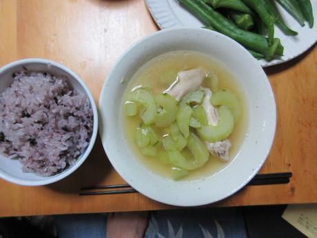 胡瓜と鶏のスープ・ひじき煮・オクラなど_a0203003_1943111.jpg
