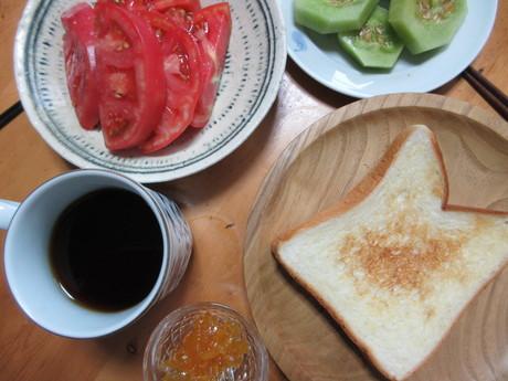 亜創さんのお皿で冷やしトマト_a0203003_9314532.jpg