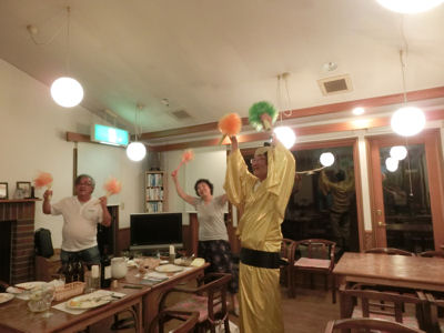 ひと踊り♪_f0019247_16593556.jpg
