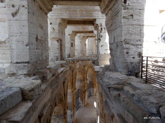 フランス周遊の旅 13 古代遺跡の街アルル_a0092659_2323061.jpg