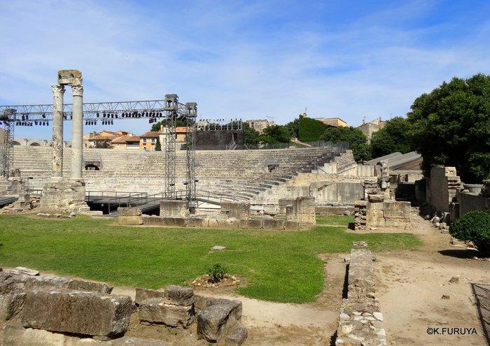 フランス周遊の旅 13 古代遺跡の街アルル_a0092659_2381089.jpg