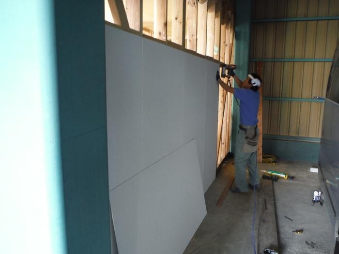 事務所の室内改装 ~ 壁、天井つくり_d0165368_4484358.jpg