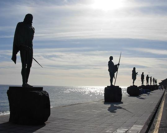 グアンチェ族の王の銅像 : 木蔭...