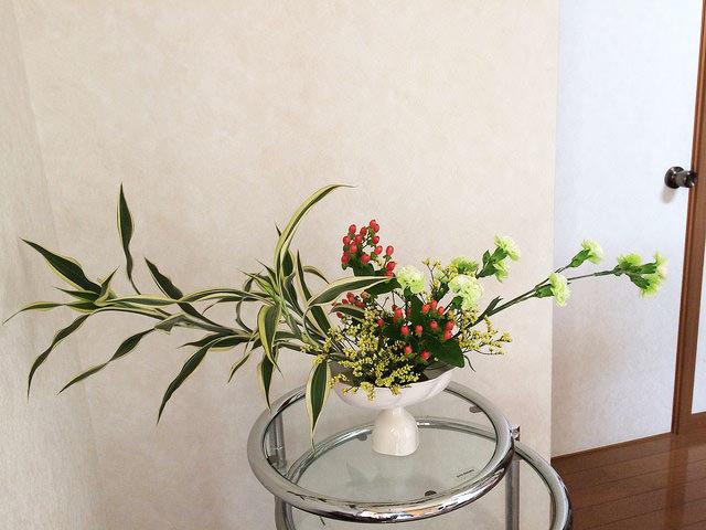 7/28のお花:ドラセナ、カーネーション、ピペリカム_b0042538_10545264.jpg