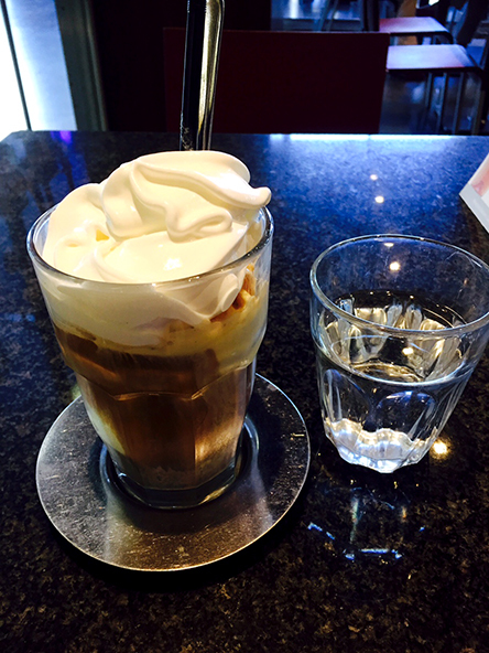 Neko Cafe_c0352544_16032546.jpg