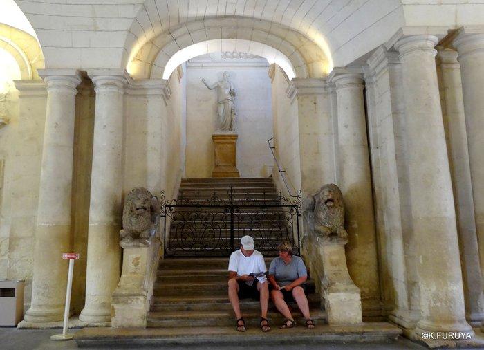 フランス周遊の旅 13 古代遺跡の街アルル_a0092659_20145060.jpg