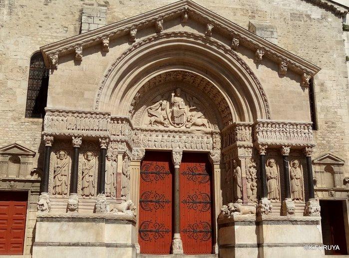 フランス周遊の旅 13 古代遺跡の街アルル_a0092659_2335226.jpg