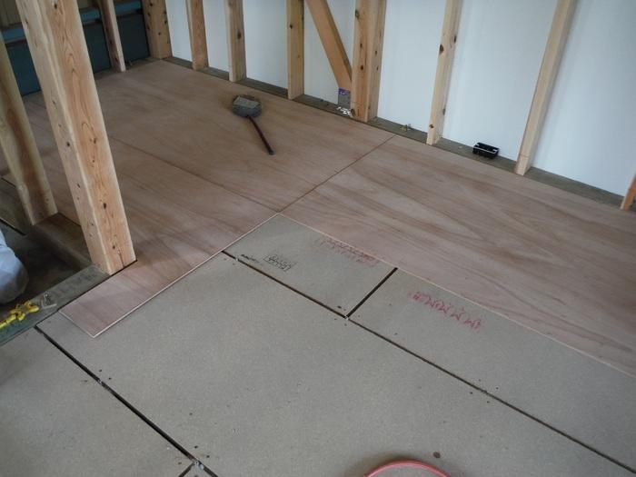 事務所の室内改装 ~ 床、内壁つくり_d0165368_15455523.jpg