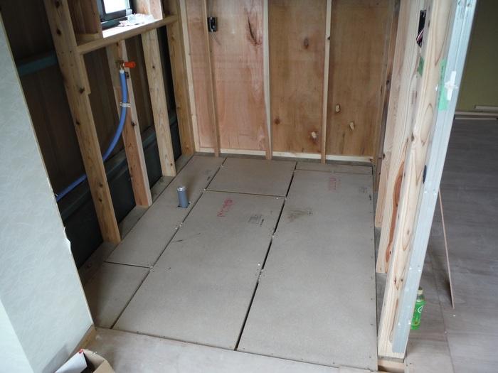 事務所の室内改装 ~ 床、内壁つくり_d0165368_15472391.jpg