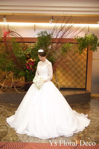 東京大神宮の新婦さんへ スズランをいれたティアドロップブーケ_b0113510_16472590.jpg