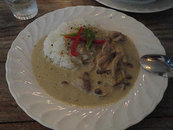 リロンデルで美味しいグリーンカレー_e0230011_17434883.jpg