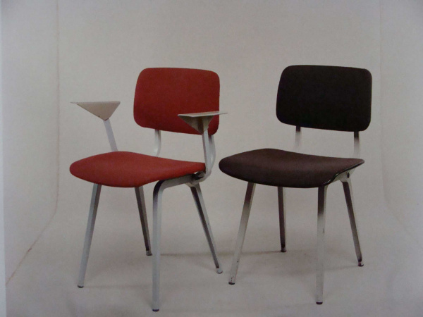 """Friso Kramer Revolt Chair with armrests / no armrests\""ってこんなこと。_c0140560_10182192.jpg"