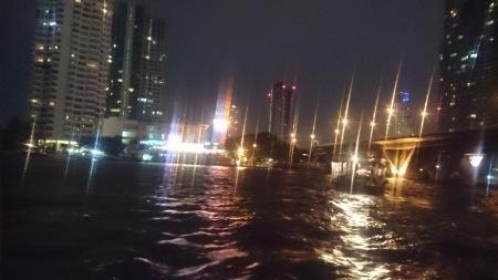 梅雨のバンコク_d0103566_11465491.jpg