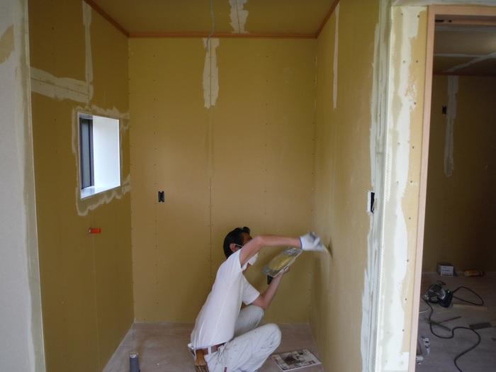 事務所の室内改装 ~ クロス工事_d0165368_16292185.jpg