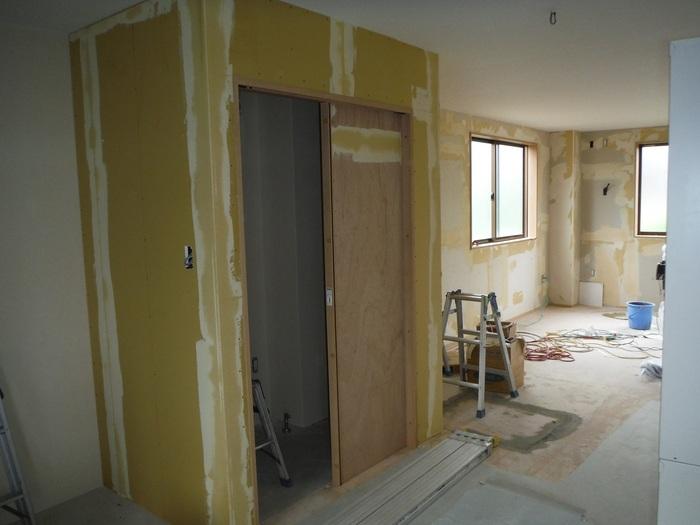 事務所の室内改装 ~ クロス工事_d0165368_16301437.jpg
