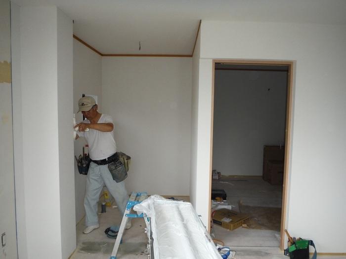事務所の室内改装 ~ クロス工事_d0165368_16303259.jpg