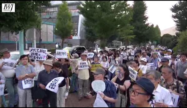 偏向報道に怒りが爆発 市民 500人以上が NHKを包囲 8/1_f0212121_18253284.jpg