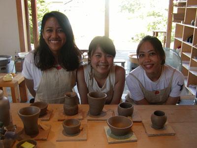 外国の陶芸体験者も多くなりました。_f0151419_13202951.jpg