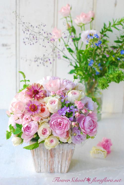 8月生花レッスン ポストカードにするために…写真に撮るためにお花をいける * 夏休みのお知らせ *_a0115684_01241614.jpg
