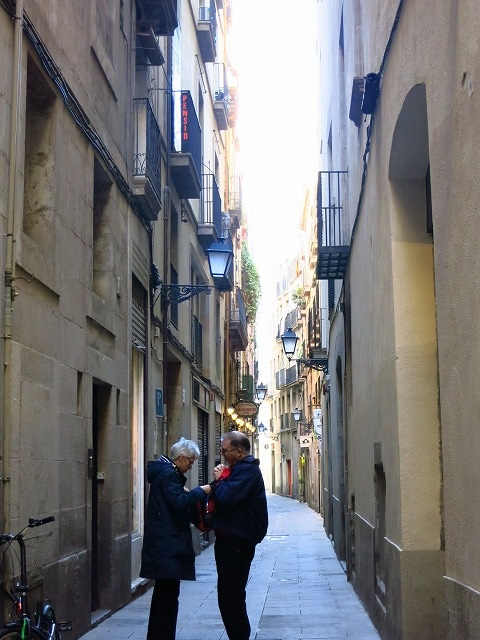 街を歩く人々_c0239901_1722488.jpg