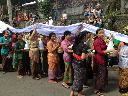 メ・プル伯母さんの合同火葬式が行われました。 _a0120328_13513532.jpg