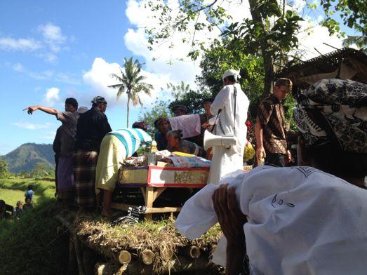 メ・プル伯母さんの合同火葬式が行われました。 _a0120328_13575038.jpg