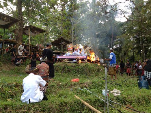 メ・プル伯母さんの合同火葬式が行われました。 _a0120328_13595876.jpg
