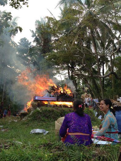 メ・プル伯母さんの合同火葬式が行われました。 _a0120328_1405299.jpg