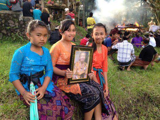 メ・プル伯母さんの合同火葬式が行われました。 _a0120328_1414266.jpg